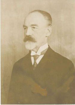 Prvi ravnatelj Fran Wiesthaler (1849–1927) in njegovi spomeniki